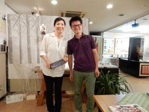 ボランティアスタッフで日本語が堪能な李さん。 色々と教えてもらいました! 日本人、韓国人の方と話に花が咲きます