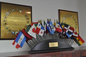 ラテンアメリカの国々の国旗が飾られていました