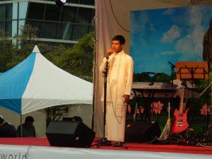 日本人のお姉さま方からアツい声援が送られていたスリランカ人歌手