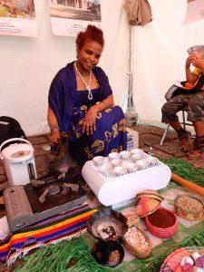 コーヒーを飲みながらおしゃべりを楽しむのがエチオピアの日常