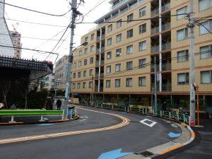 大使館周辺はビルやマンションが立ち並ぶ