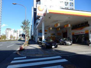 ガソリンスタンドを通過